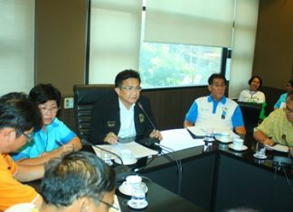 Deputy Mayor Wutisak Rermkitkarn (center) and Ms. Pannee Limcharoen (to his right) discuss a community foot-mapping project with local officials.