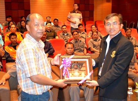 Thanom Yamsopa (left), permanent secretary of the Nonghai Sub-district of Udon Thani, presents a token of appreciation to Thumanoon Hunkham, a Pattaya consumer litigator.