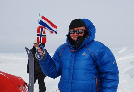 Totto Befring waves the Thai and Norwegian flags during the crossing. (Photo: Jon Birger Skjaerseth, Oslo, Norway)
