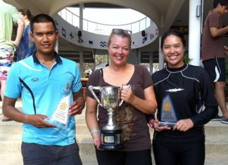 Keerati Bualong (left) and Kamolwan Chanyim (right) with the RVYC's Malee Whitcraft.