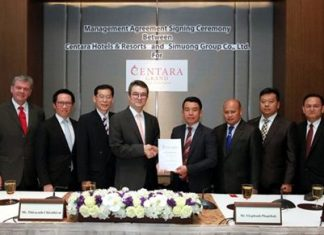 Thirayuth Chirathivat (4th left), chief executive officer of Centara Hotels & Resorts and Ekaphanh Phapithack (4th right), chairman of Simoung Group and Joint Development Bank shake hands after signing a hotel management agreement for Centara to manage the new Centara Grand Hotel Vientiane. The ceremony took place at the Centara Grand & Bangkok Convention Centre at CentralWorld.
