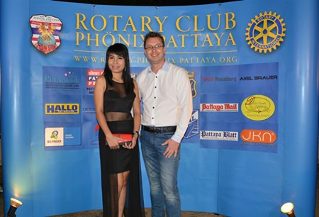 Wanarom Hiranprapakul and Nigel Quennell, President of the Rotary Club Eastern Seaboard, Thailand make a stunning couple.