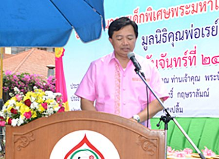 Wittaya Kunplome, president of the Chonburi Provincial Council, presents the official opening speech.