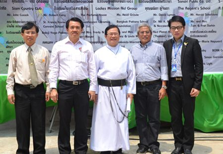 (From 2nd left to right) Surat Mekavarakul, CEO of the Mike Shopping Mall, Fr. Michael Picharn Jaiseri, President of the Father Ray Foundation, Chucheep Saisawat, president of the Redemptorist school's sponsorship committee and Rattanachai Sutidechanai, City Council member region 2 stand before the opening ceremony banner.