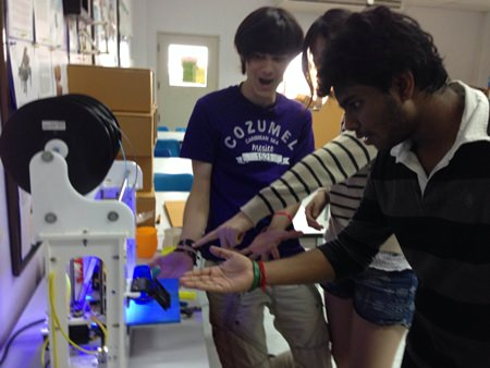 IB students work out how to use the new 3D printer.