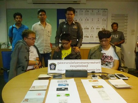 Pattaya Police have arrested Chinese nationals Xuan Tao, Shi Yen Hua, and Shi Zhi Yong for credit card fraud.