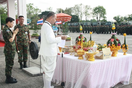 10 armed units of 309 conscripts receive blessings before being sent to Thailand's restive south.