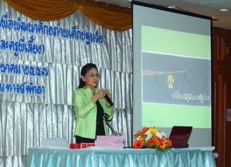 Jidapha Smithanon, lecturer from Pitchaya Suksa School, educates Pattaya School teachers at Town in Town Hotel.