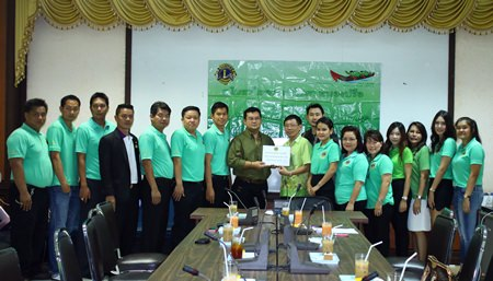 Krit Jiramongkol (center, left), consultant to the Lions Club Pattaya Nongprue, presents 179,360 baht to Dr. Chanchai Limthongcharoen (center, right), deputy director of Banglamung Hospital.