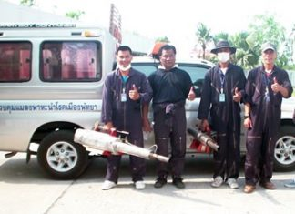 Mayoral advisor Phassakorn Yusombun leads a team to spray three Pattaya streets with pesticides to kill mosquitoes in continuing efforts to eradicate dengue fever.