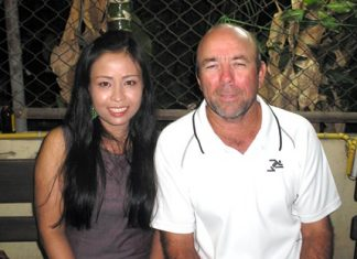 Jenny and Dean Worrell, visiting golfers from Chiang Mai.