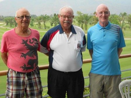 Monday winners Jan Lovgreen and Graham Buckingham with Dave Richardson (center).