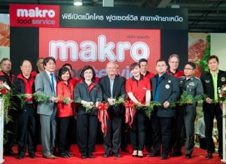Deputy mayors Wattana Chantanawaranon and Ronakit Ekasingh help cut the ribbon on the Makro Food Services on North Pattaya Road with Suchada Ittisatukul, president of Siam Makro PCL.