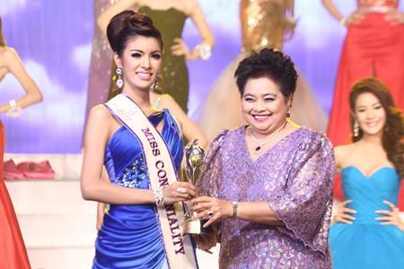 Nattarika Roongroth (left) receives the Miss Congeniality award.