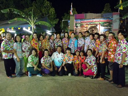 Sukumol Kunplome (back row, 9th right), former minister of culture, presides over the Rice Festival in Nong Yai.