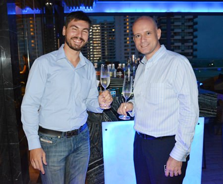 Walter Giomi (left), Assistant Italian Wine Manager of the Bangkok Beer & Beverages Co., Ltd., and Dominique Ronge (right), General Manager of the Centara Grand Pratamnak Resort Pattaya.