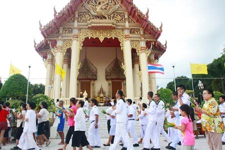 Naval officers and citizens walk the Wien Thien around Wat Sattahip.