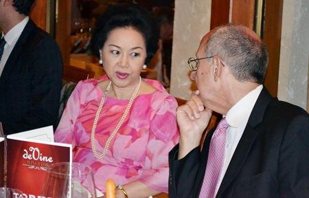 Panga Vathanakul (left), Managing Director of Royal Cliff Hotels Group, chats with Ron Batori, President of Bangkok Beer & Beverages Co., Ltd.
