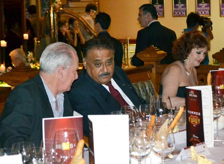 (L to R) Dr. Iain Corness and Pratheep Malhotra, Pattaya Mail Media Group Managing Director, enjoy the Devine Wine Dinner at Royal Cliff.