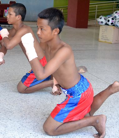 The sporting heroes watched an exhibition of Muay Thai.
