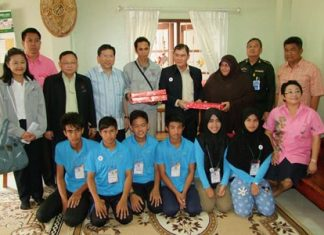 """Twenty youths will experience Muslim life outside of Southern Thailand's three strife-ridden provinces during this year's """"Connecting Thai Hearts to the South"""" program in Chonburi."""