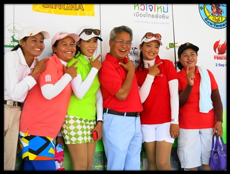 Mike (center) poses with caddies at the Singha Amazing Thailand Caddie Championship in Pattaya.