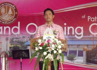 Pattaya Mayor Itthiphol Kunplome presides over the opening ceremony of the Pattaya City School 11 Bank.
