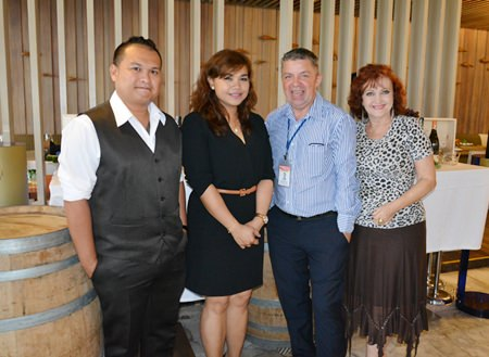 (L to R) Siam Winery Sommelier Surachet Poungkrasae and Koonlapatporn Intarasing, Key Account Specialist (Horeca) with Siam Winery join Paul Strachan from PMTV and Elfi Seitz from Pattaya Blatt.