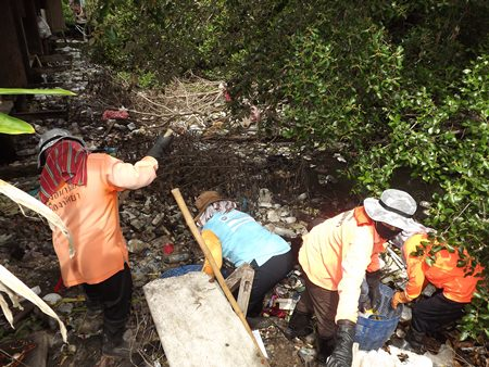 City workers clean garbage out of the Naklua canal to commemorate the World Environmental Day.  Ironically, residents throw their garbage in the canal, then complain to the city that it stinks.