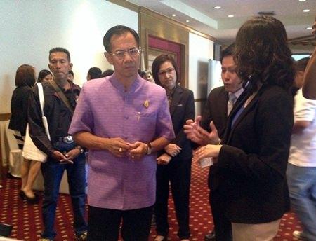 Deputy Gov. Pongsak Preechawit (left) listens to EGA Director Airda Luangwilai explain how to upload government documents to the Internet.