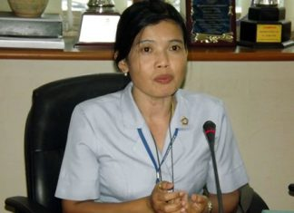 Na-anya Chantrakat, registered nurse level 8, explains the goal of the campaign.
