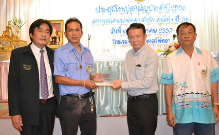 Plaques were presented to Nakhon Srinob and Winai Amcharoen, two co-op members who found, and returned, large amounts of cash left behind by tourists.