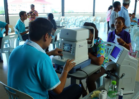 Chonburi Provincial Administrative Organization provided free eye examines for the elderly and indigent.