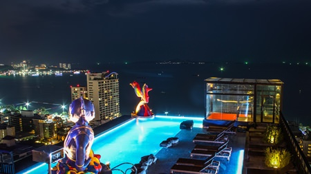 The 25th floor infinity pool offers fabulous 360 degree views of Pattaya bay.