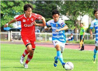 Pattaya United's Pratran Senala (right) takes on Saraburi FC's Korean defender Dai Min-Joo in their Thai division 1 fixture at the Saraburi Stadium, Saturday, May 31. (Photo courtesy Pattaya United)