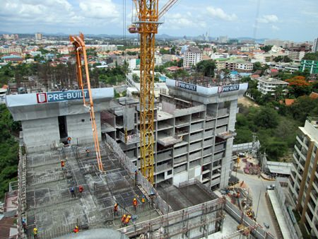 Construction at Unixx South Pattaya is progressing as scheduled, with the building now reaching Level 14.