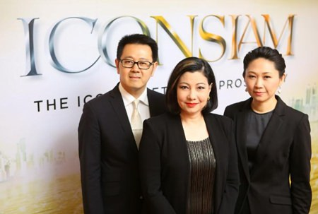 Chadatip Chutrakul, CEO of Siam Piwat Co., Ltd., (center), Tipaporn Chearavanont, CEO, Magnolia Quality Development Corporation Ltd.,(right) and Narong Chearavanont, Senior Executive Assistant to Chairman of Charoen Pokphand Group Co., Ltd., (left) pose for a photograph following a press meeting to announce the naming of ICONSIAM.