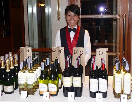 The Royal Cliff deVine Wine Club dinner featured Chilean wines from the Santa Carolina vineyards.