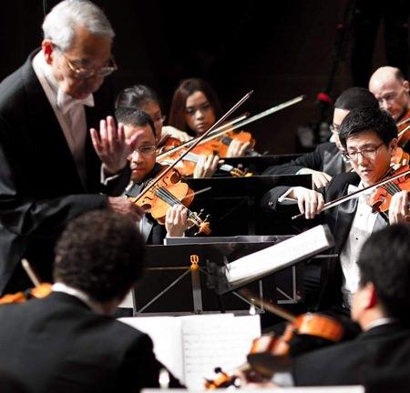 M. L. Usni Pramoj conducts the Pro Musica Orchestra.