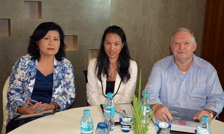 (L to R) Orasa Awutkom, Assistant Director of TAT Pattaya, Jantana Tanprasit, Marketing Manager of Sheerbravado Design & Marketing and Bob James, Managing Director of Sheerbravado Design & Marketing.