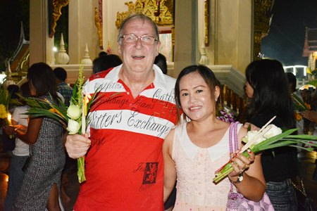Naphaphorn brings her expat husband to the wien thien ceremony.
