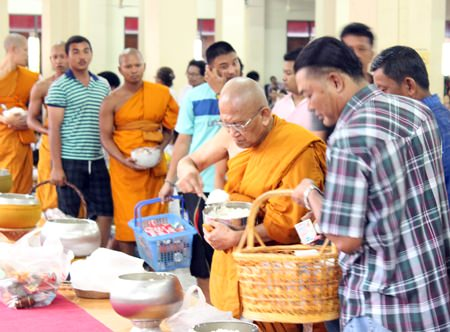Phra Khru Vijit Thummasan, chief of Banglamung monk committee and abbot of Wat Suttawas, also makes merit on Asalaha Bucha Day.
