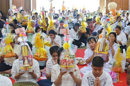 Citizens present items monks need for daily living at Wat Suttawas, showing the importance that citizens give to Buddhism.