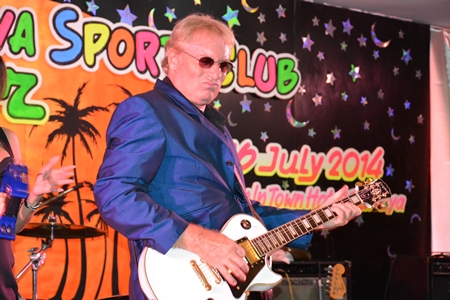 The unparalleled Barry Upton had the crowd shuffling their feet all night.