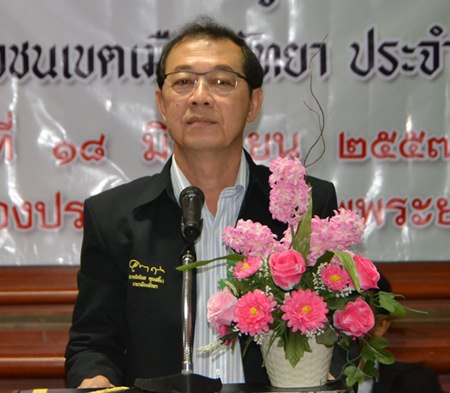 Council President Urit Nantasurasak presides over educational training on democracy for youths from 18 Pattaya public and private schools.