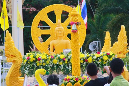 Another beautifully presented candle and float makes its way through Sattahip.