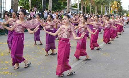 Beautifully adorned dancers from Wat Nongyai perform Thai traditional dance whilst dressed in Thai silk.