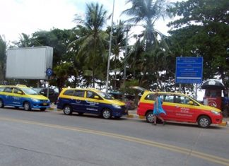 Pattaya's police chief has ordered taxi drivers to clear their gear out of the police kiosk on Dongtan curve and to stop using it as a taxi stand.
