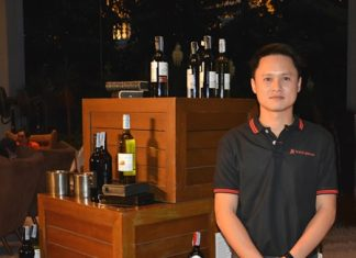Bantawat Kerkpittaya, manager of Wine Dee Dee Pattaya, presents the introductory wines.