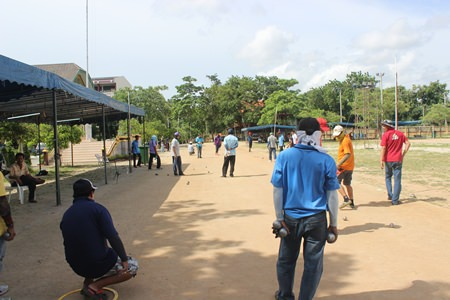 Petanque players test their skills at the 13th Pattaya Petanque tournament held at the Pattaya No. 2 School, June 21.